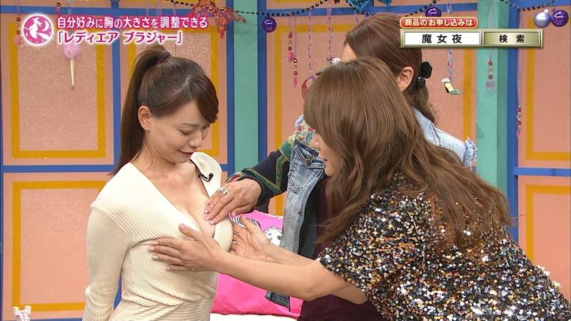 【放送事故胸チラ画像】地上波放送中に起こった芸能人ハプニング胸チラ画像