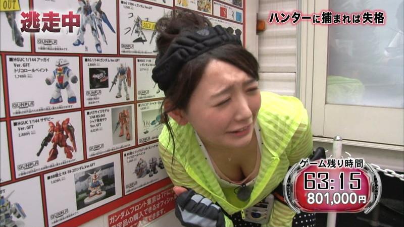 【放送事故胸チラ画像】地上波放送中に起こった芸能人ハプニング胸チラ画像 04