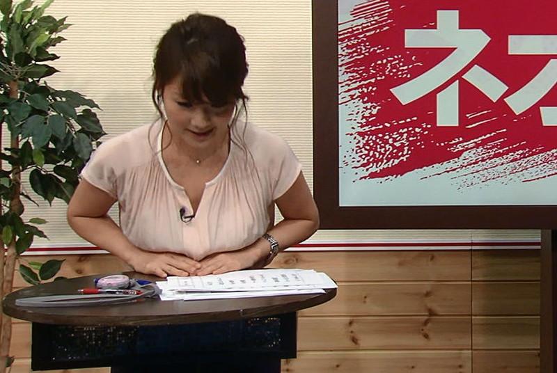 【放送事故胸チラ画像】地上波放送中に起こった芸能人ハプニング胸チラ画像 05