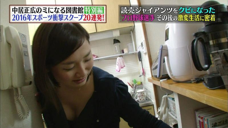 【放送事故胸チラ画像】地上波放送中に起こった芸能人ハプニング胸チラ画像 23