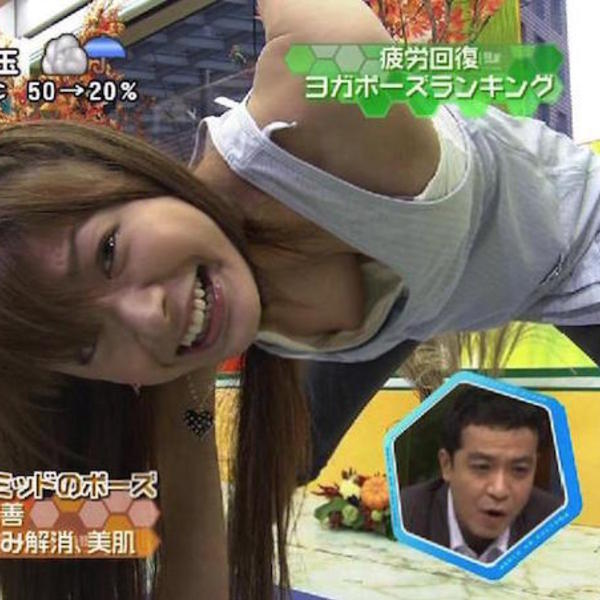 【放送事故胸チラ画像】地上波放送中に起こった芸能人ハプニング胸チラ画像 50