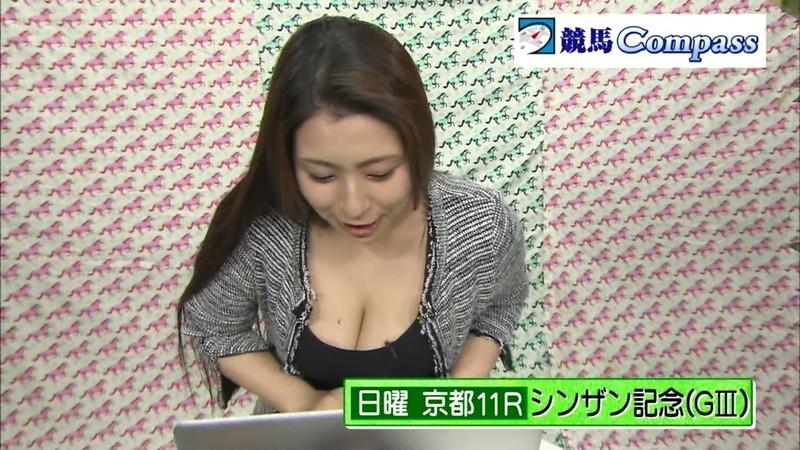 【放送事故胸チラ画像】地上波放送中に起こった芸能人ハプニング胸チラ画像 58