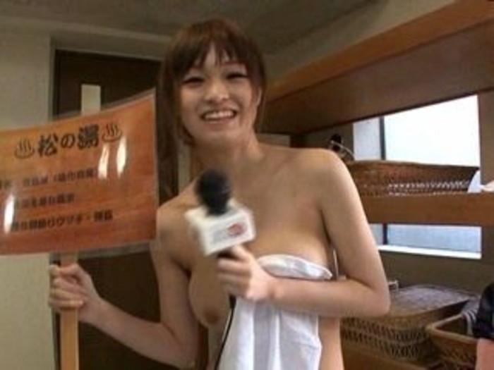 【放送事故胸チラ画像】地上波放送中に起こった芸能人ハプニング胸チラ画像 78