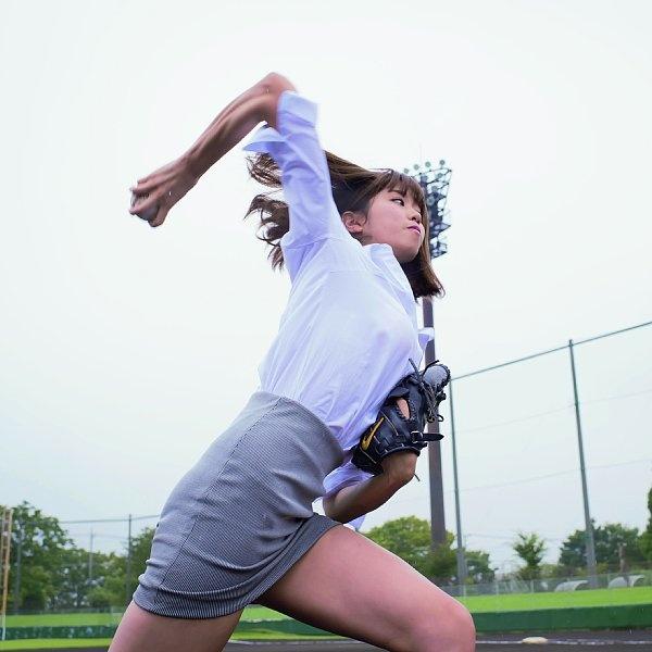 【芸能人パンチラ画像】アイドルやグラドルのエッチなパンチラ画像 73