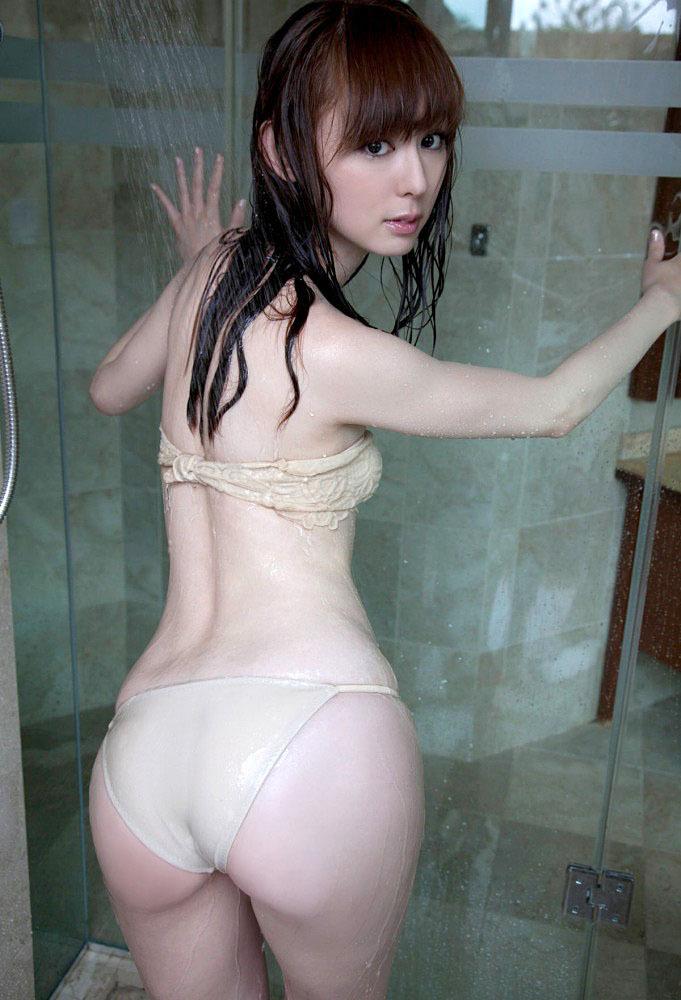 【グラドルお尻画像】グラビアアイドルの突き出したお尻がエッチな画像 14