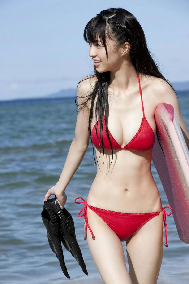 【巨乳タレント水着画像】激エロ巨乳ボディの芸能人ビキニ水着画像 15
