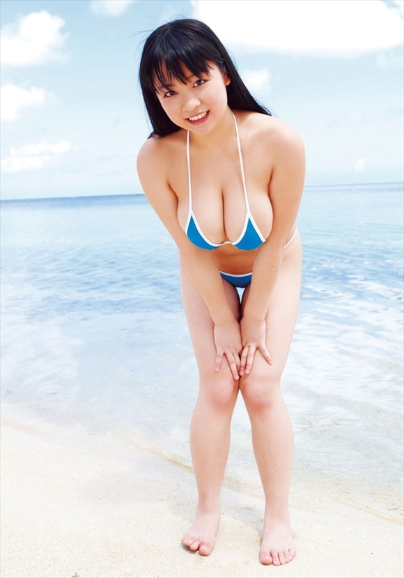 【巨乳タレント水着画像】激エロ巨乳ボディの芸能人ビキニ水着画像 42