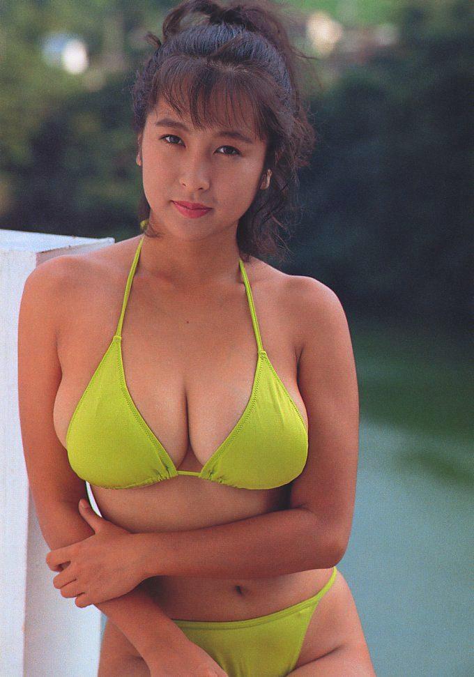 【巨乳タレント水着画像】激エロ巨乳ボディの芸能人ビキニ水着画像 74