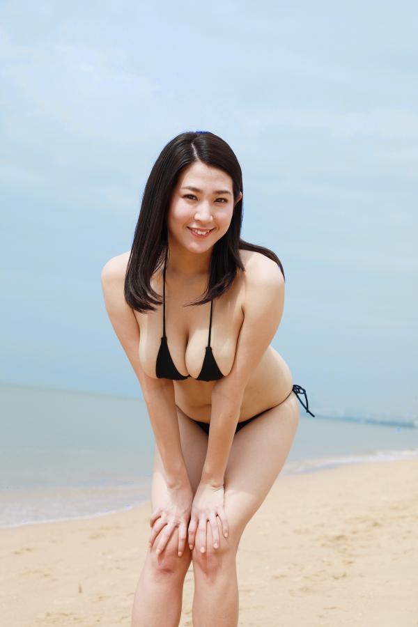 【巨乳タレント水着画像】激エロ巨乳ボディの芸能人ビキニ水着画像 79