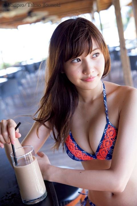 【佐野ひなこグラビア画像】多様な才能を持つFカップ巨乳グラドルの水着画像 07