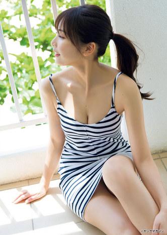 【佐野ひなこグラビア画像】多様な才能を持つFカップ巨乳グラドルの水着画像 10