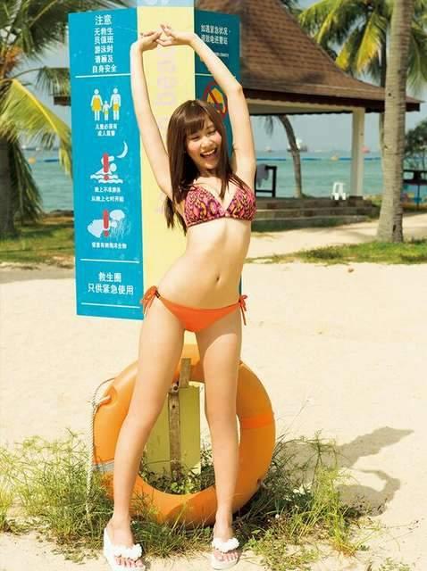 【佐野ひなこグラビア画像】多様な才能を持つFカップ巨乳グラドルの水着画像 40