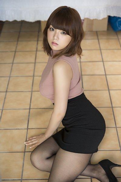 【グラドル生足画像】グラビアアイドルの綺麗でエロい生足画像 05