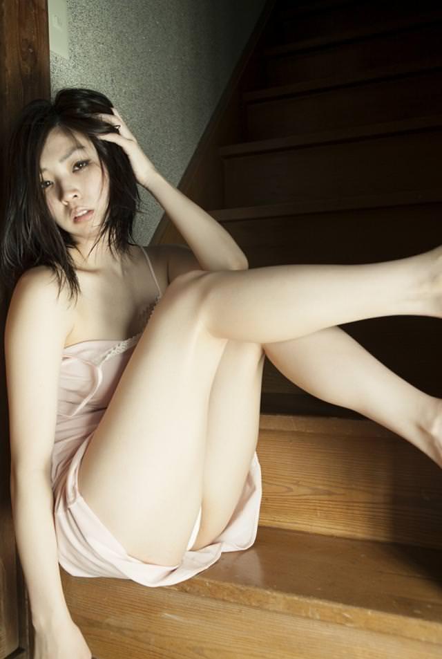 【グラドル生足画像】グラビアアイドルの綺麗でエロい生足画像 46