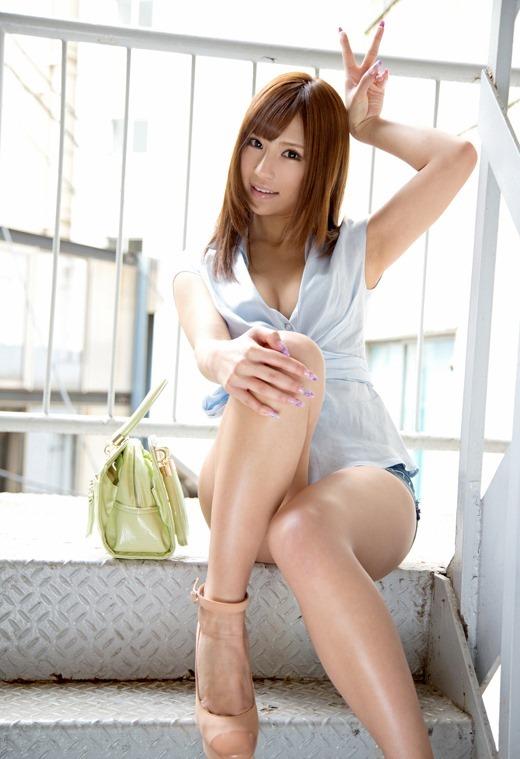 【グラドル生足画像】グラビアアイドルの綺麗でエロい生足画像 77