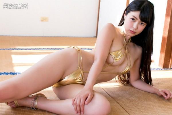【スレンダー巨乳画像】細い身体に巨乳というギャップがエロい美女画像