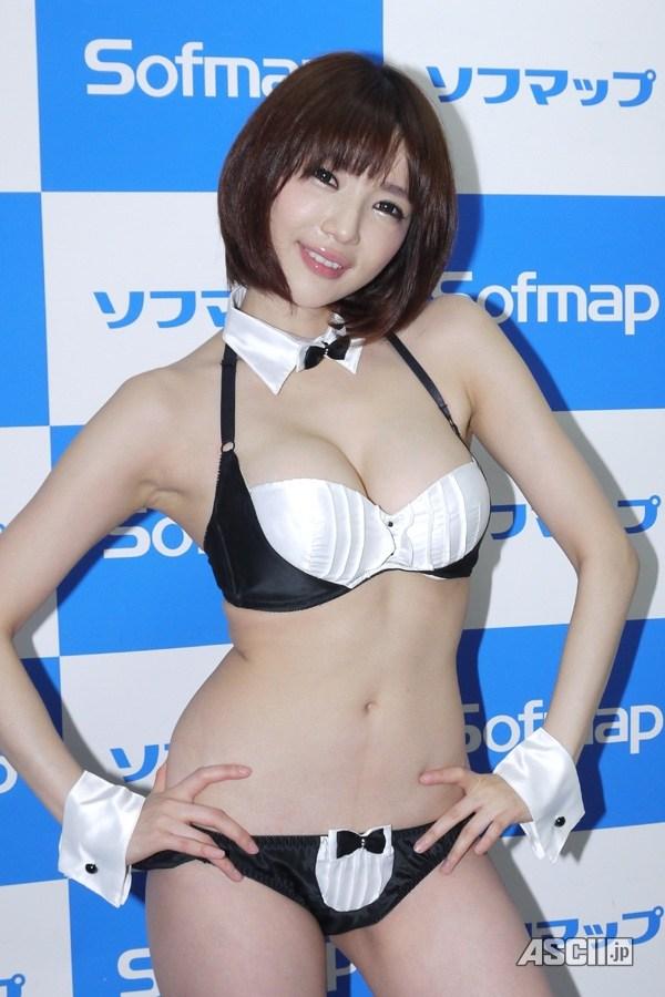 【スレンダー巨乳画像】細い身体に巨乳というギャップがエロい美女画像 03