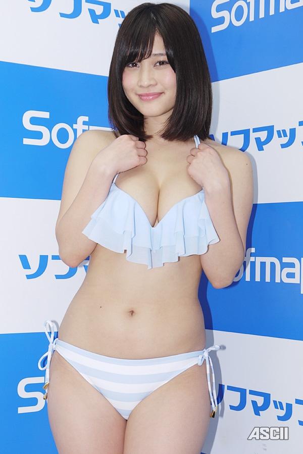 【スレンダー巨乳画像】細い身体に巨乳というギャップがエロい美女画像 15