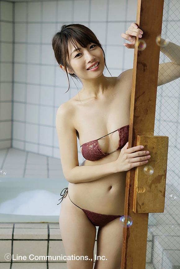 【スレンダー巨乳画像】細い身体に巨乳というギャップがエロい美女画像 20