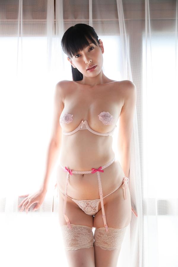 【スレンダー巨乳画像】細い身体に巨乳というギャップがエロい美女画像 24