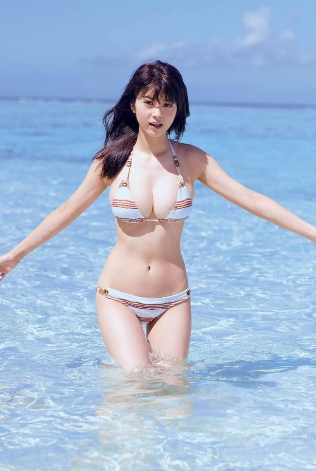 【スレンダー巨乳画像】細い身体に巨乳というギャップがエロい美女画像 26
