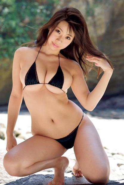 【スレンダー巨乳画像】細い身体に巨乳というギャップがエロい美女画像 30