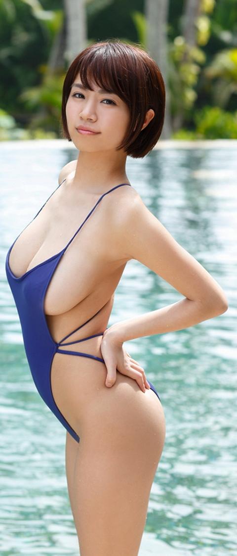 【スレンダー巨乳画像】細い身体に巨乳というギャップがエロい美女画像 31
