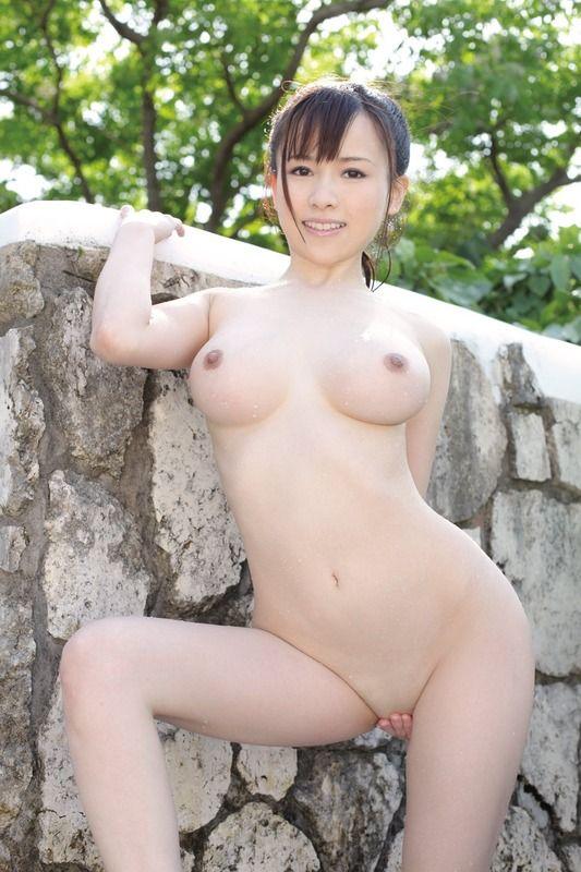 【スレンダー巨乳画像】細い身体に巨乳というギャップがエロい美女画像 46