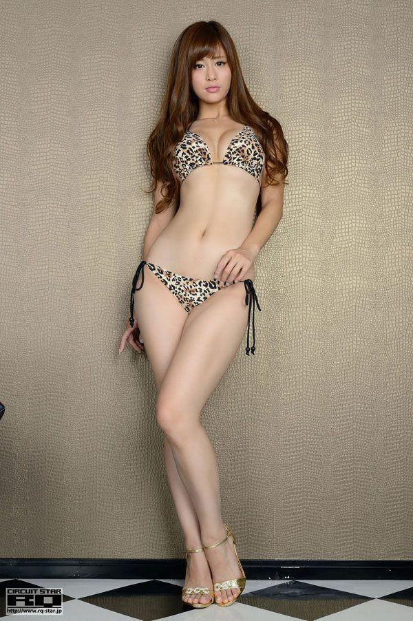 【スレンダー巨乳画像】細い身体に巨乳というギャップがエロい美女画像 52