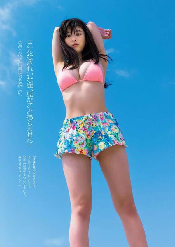 【スレンダー巨乳画像】細い身体に巨乳というギャップがエロい美女画像 53