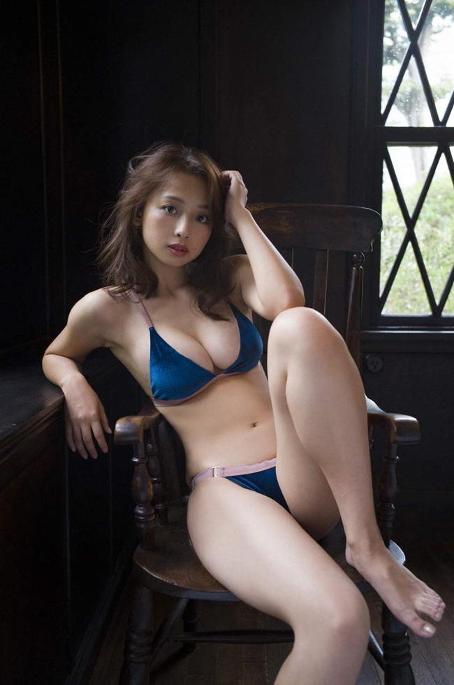【スレンダー巨乳画像】細い身体に巨乳というギャップがエロい美女画像 55