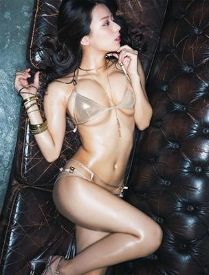 【スレンダー巨乳画像】細い身体に巨乳というギャップがエロい美女画像 59