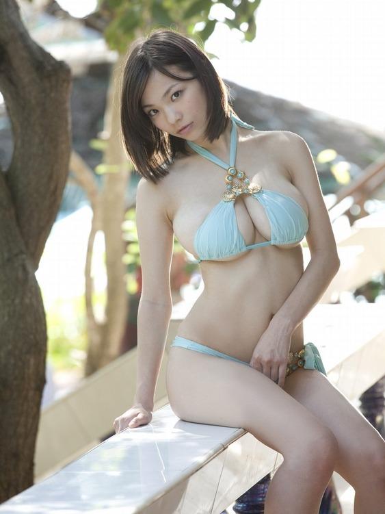 【スレンダー巨乳画像】細い身体に巨乳というギャップがエロい美女画像 60