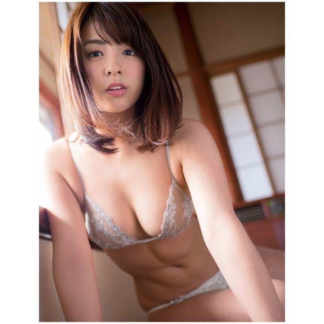 【柳ゆり菜グラビア画像】ベリーショートがキュートなEカップ巨乳グラドル画像 30