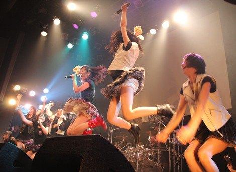 【アイドルパンチラ画像】ステージ中にミニスカパンチラしそうなドキドキ画像