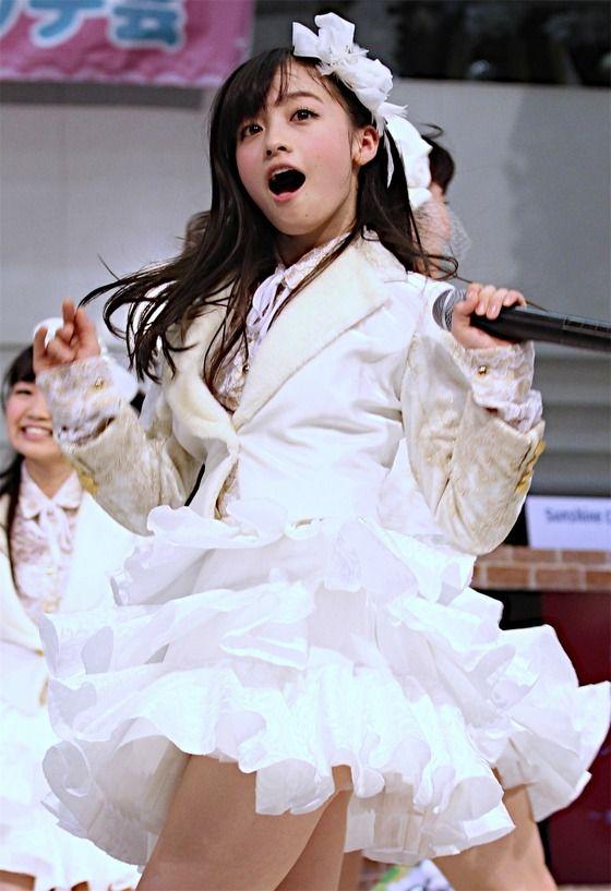 【アイドルパンチラ画像】ステージ中にミニスカパンチラしそうなドキドキ画像 10