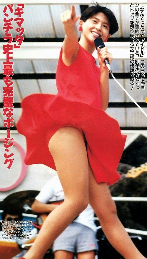 【アイドルパンチラ画像】ステージ中にミニスカパンチラしそうなドキドキ画像 13