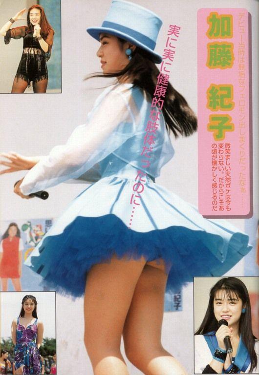 【アイドルパンチラ画像】ステージ中にミニスカパンチラしそうなドキドキ画像 15