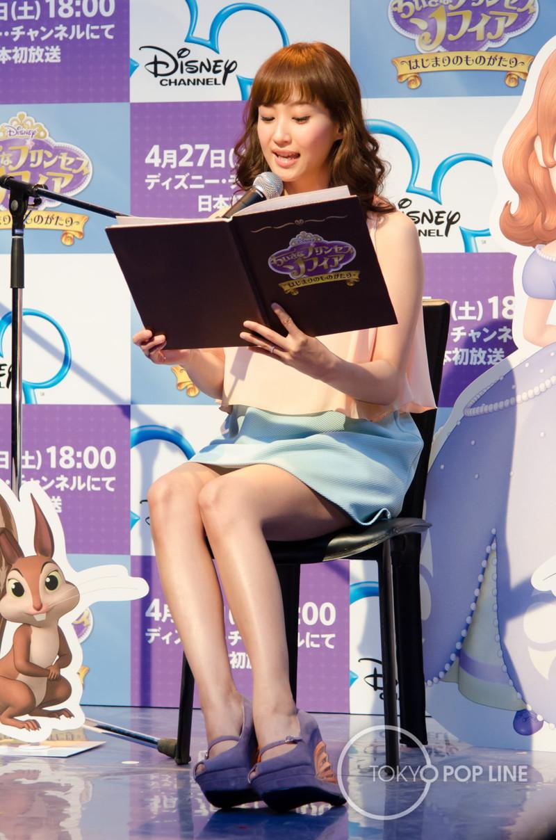 【アイドルパンチラ画像】ステージ中にミニスカパンチラしそうなドキドキ画像 19