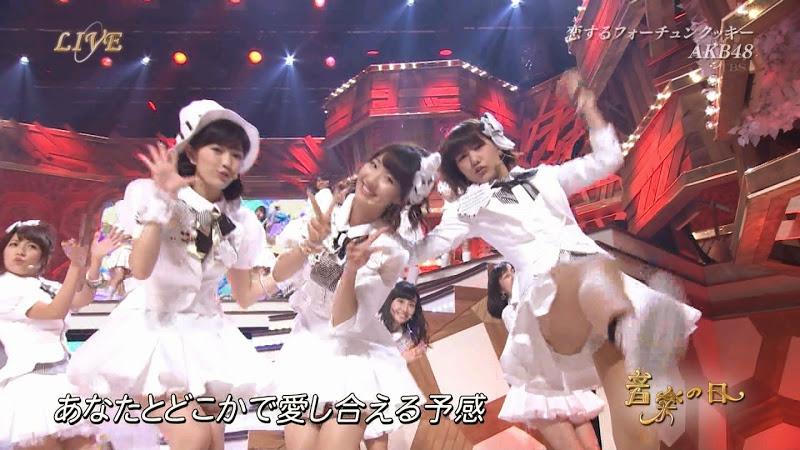 【アイドルパンチラ画像】ステージ中にミニスカパンチラしそうなドキドキ画像 24