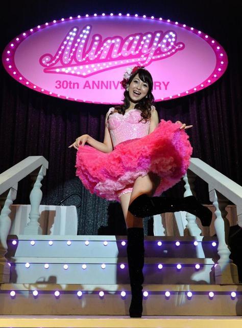 【アイドルパンチラ画像】ステージ中にミニスカパンチラしそうなドキドキ画像 30