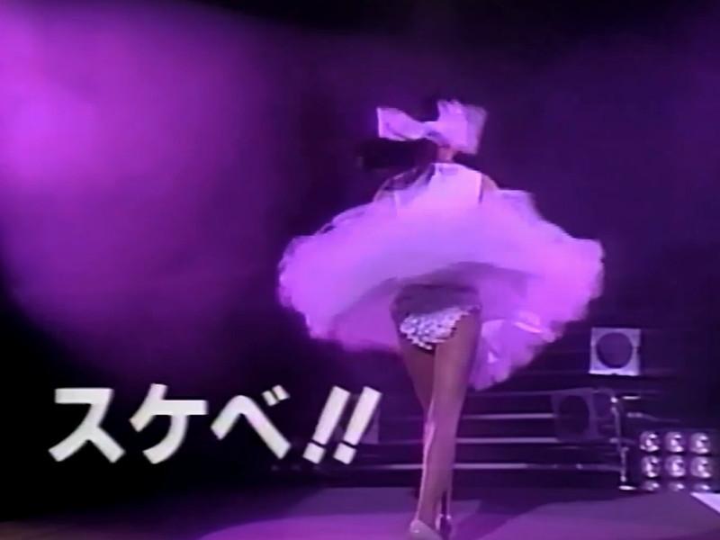 【アイドルパンチラ画像】ステージ中にミニスカパンチラしそうなドキドキ画像 33