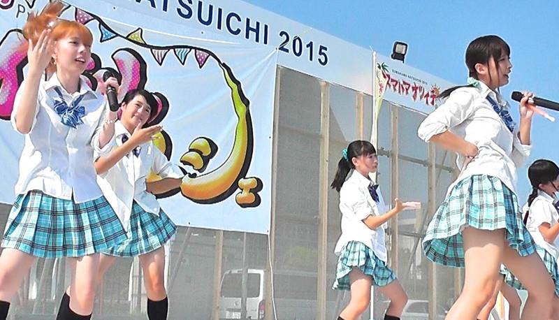 【アイドルパンチラ画像】ステージ中にミニスカパンチラしそうなドキドキ画像 53