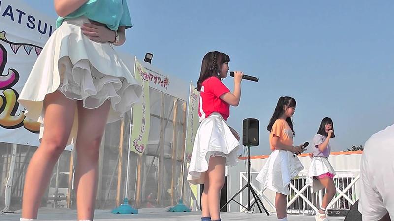 【アイドルパンチラ画像】ステージ中にミニスカパンチラしそうなドキドキ画像 60