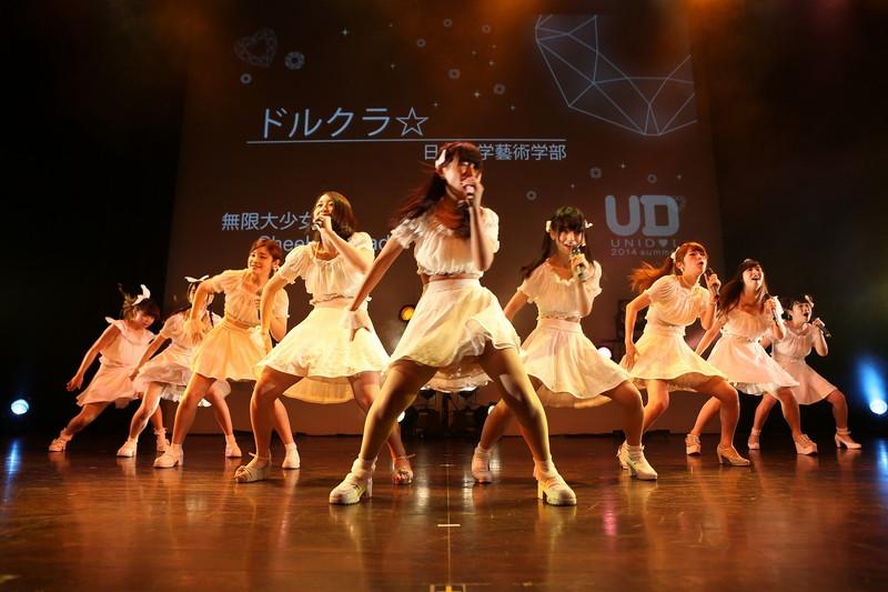 【アイドルパンチラ画像】ステージ中にミニスカパンチラしそうなドキドキ画像 69