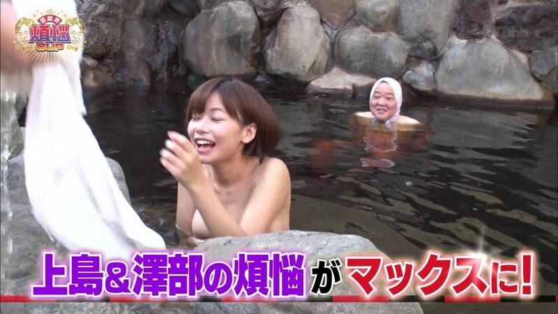 【放送事故乳首チラリ画像】芸能人の乳首がチラリしそう&しちゃったハプニング画像 27