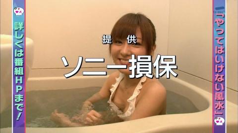 【放送事故乳首チラリ画像】芸能人の乳首がチラリしそう&しちゃったハプニング画像 36