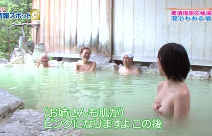 【放送事故乳首チラリ画像】芸能人の乳首がチラリしそう&しちゃったハプニング画像 77