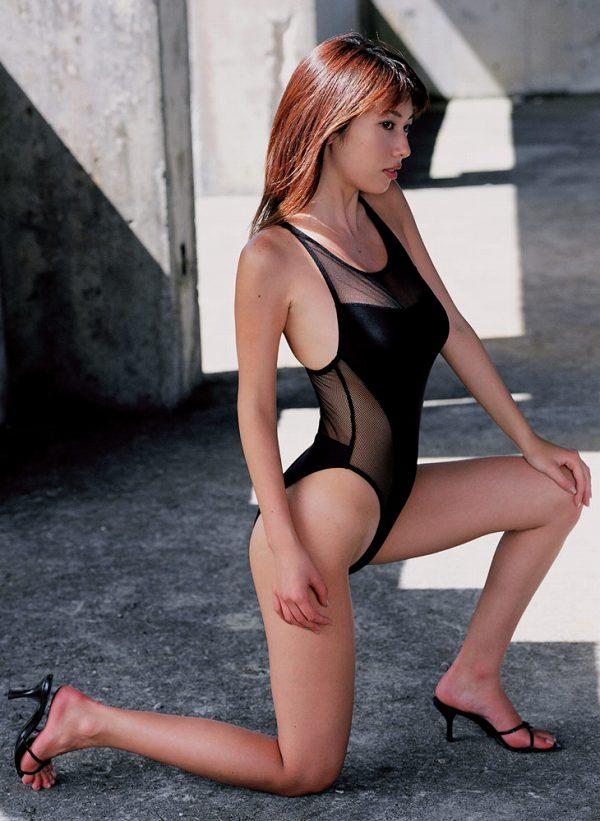 【小林恵美グラビア画像】芸能界引退を発表したグラドル美女のセクシー水着画像 13