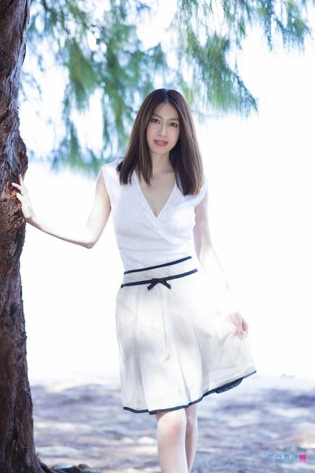【小林恵美グラビア画像】芸能界引退を発表したグラドル美女のセクシー水着画像 15